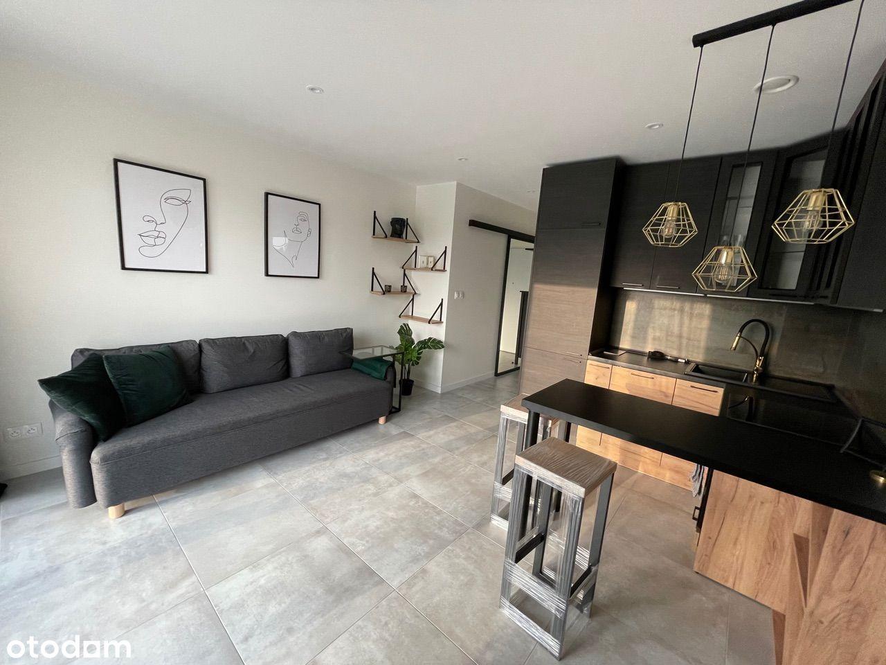 Nowy Apartament Dąb z garderobą oraz ogródkiem.