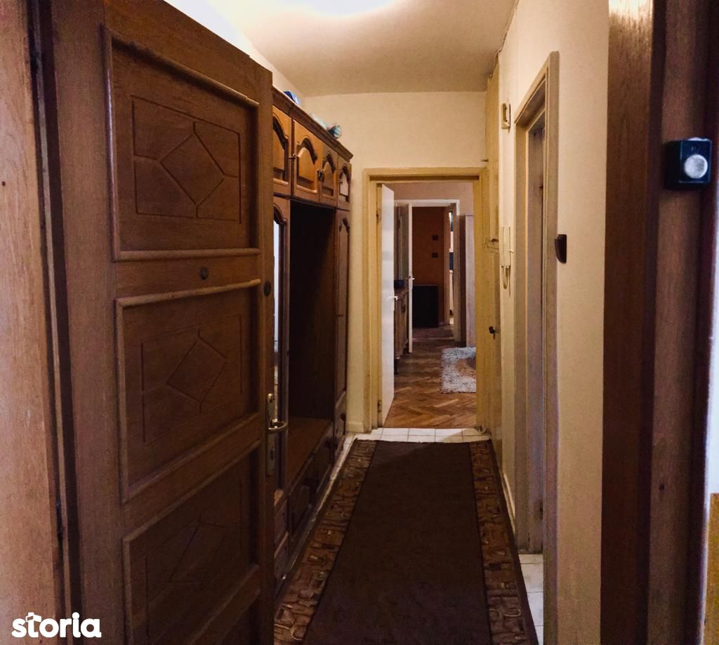 De inchiriat apartament cu 3 camere