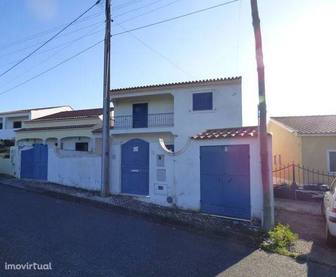 CHAMUSCA - Moradia T4 com terreno para construir piscina