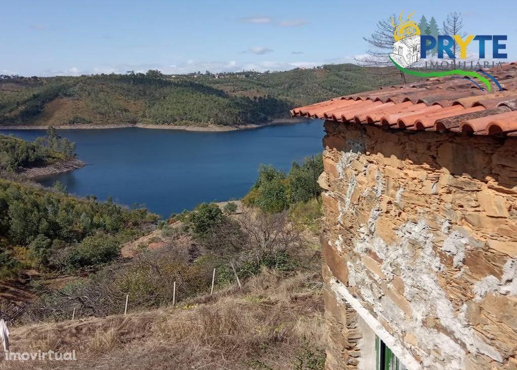 Imóvel rústico situado em Madeirã-Oleiros, com vista para o Rio Zêzere