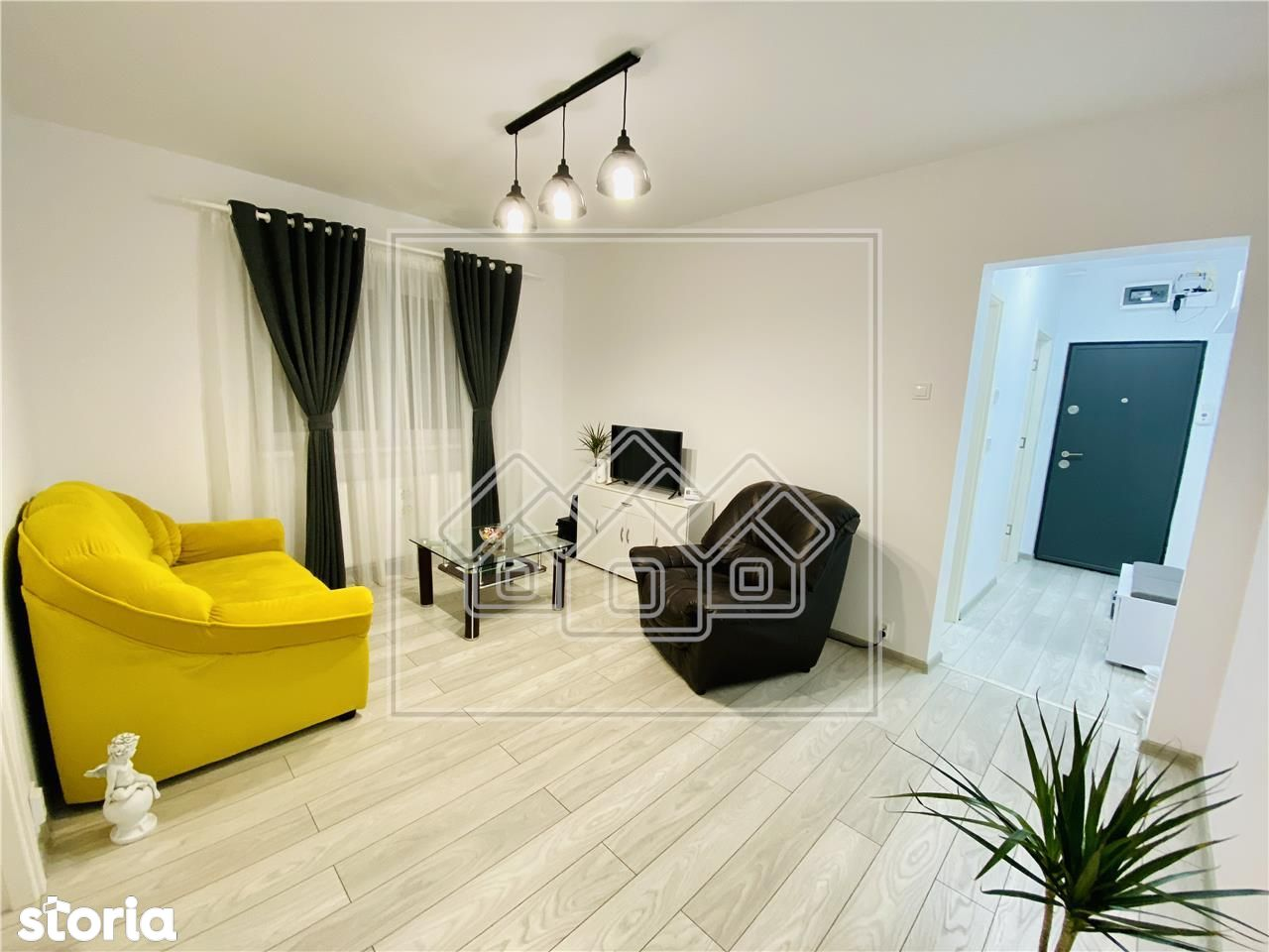 Ap. cu 2 camere, recent renovat, etaj 4\/5, zona M. Viteazu