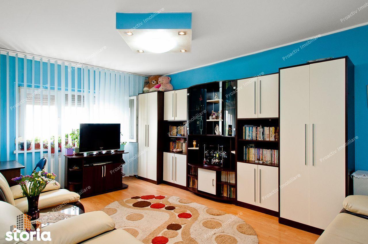 Apartament 2 camere Micro 21, etaj 4, cu pod