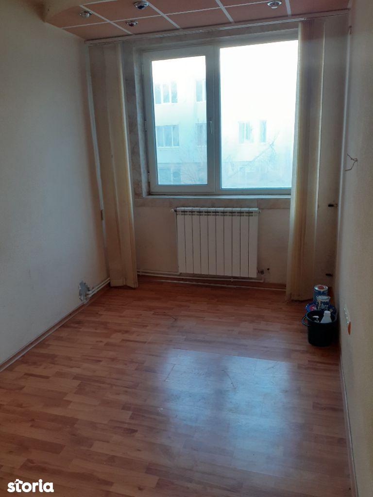 Apartament 3 camere , Micro 19, etaj 2, centrala