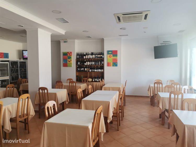Arrendo Restaurante com 240 m2 em funcionamento , no Barreiro.