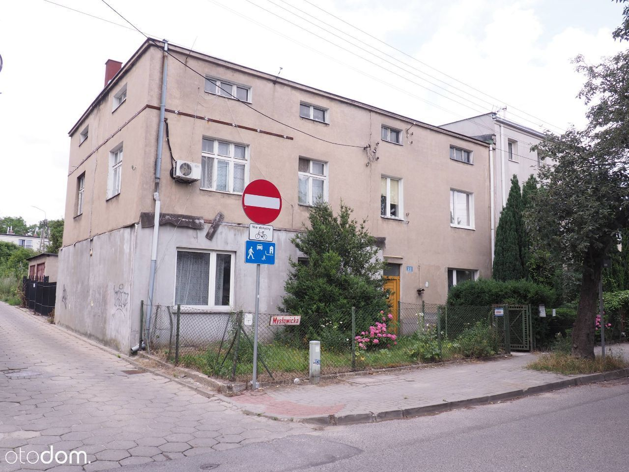Budynek z 8 mieszkaniami do remontu (19 pokoi)