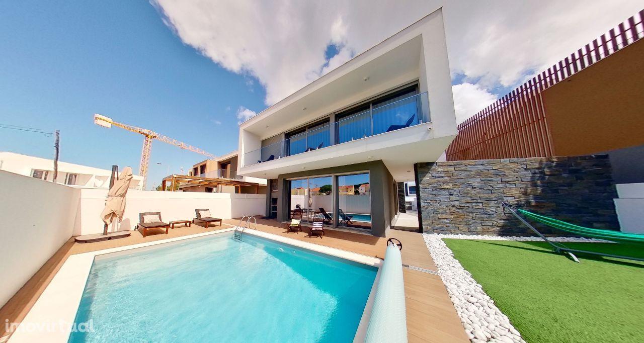 Moradia semi-nova com piscina privada e totalmente equipada e mobilada
