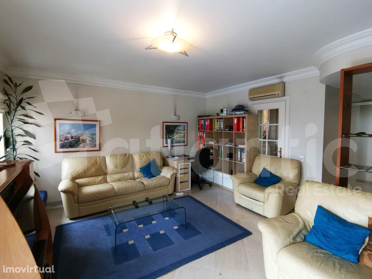 Apartamento T3 no Murganhal com suite, parqueamento e arrecadação