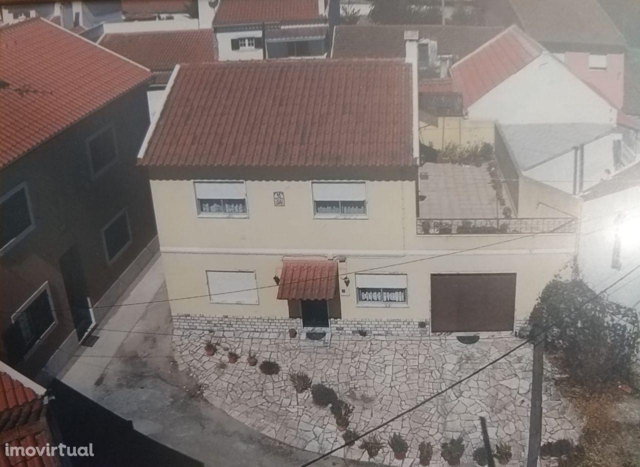 Moradia V4 na Merceana pronta a usar com garagem e terraço