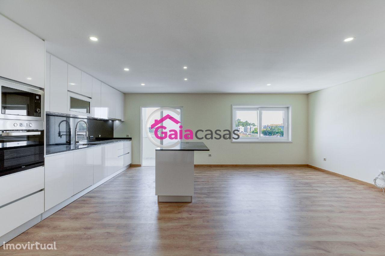 Apartamento T2 totalmente remodelado com lugar de garagem - Aguas Sant