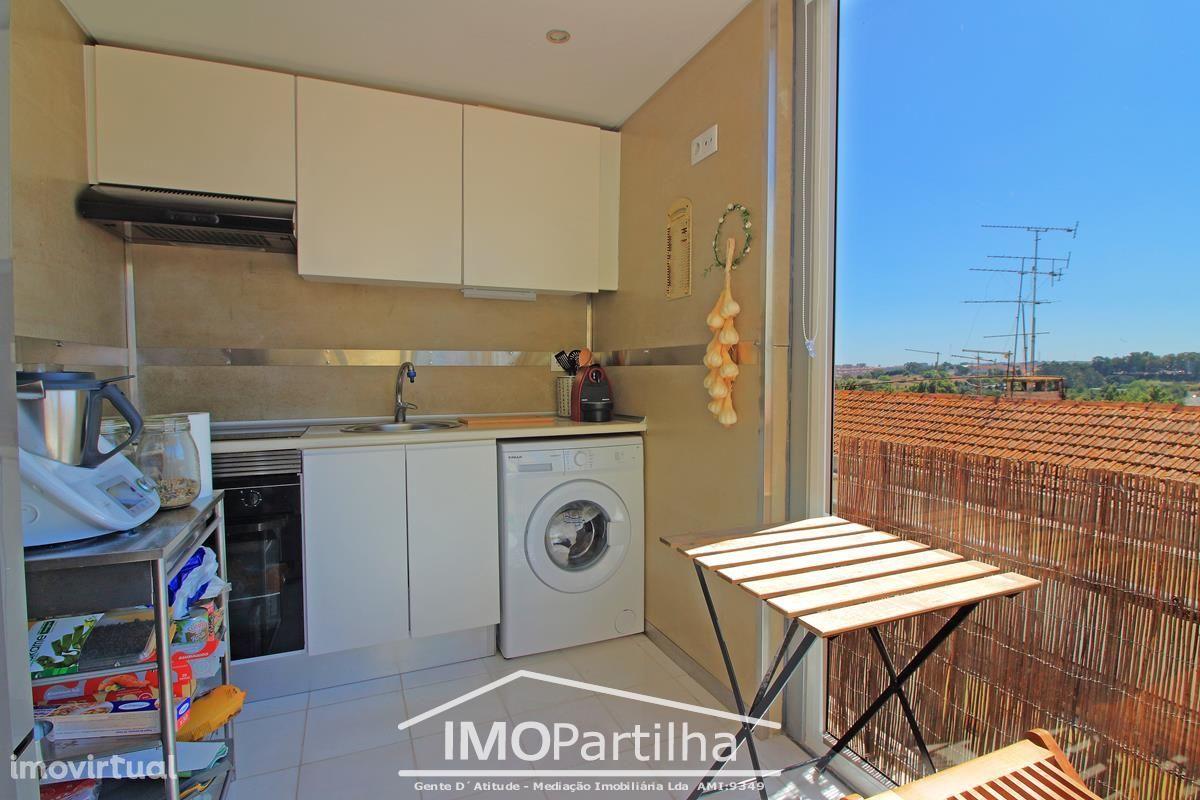 Oportunidade -T1 Renovado C/ Terraço, Suite e Varanda - Queluz