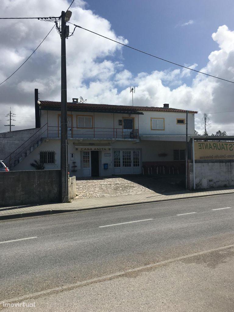 4 Habitações, café, restaurante, salão, barracão, em Vieira de Leiria