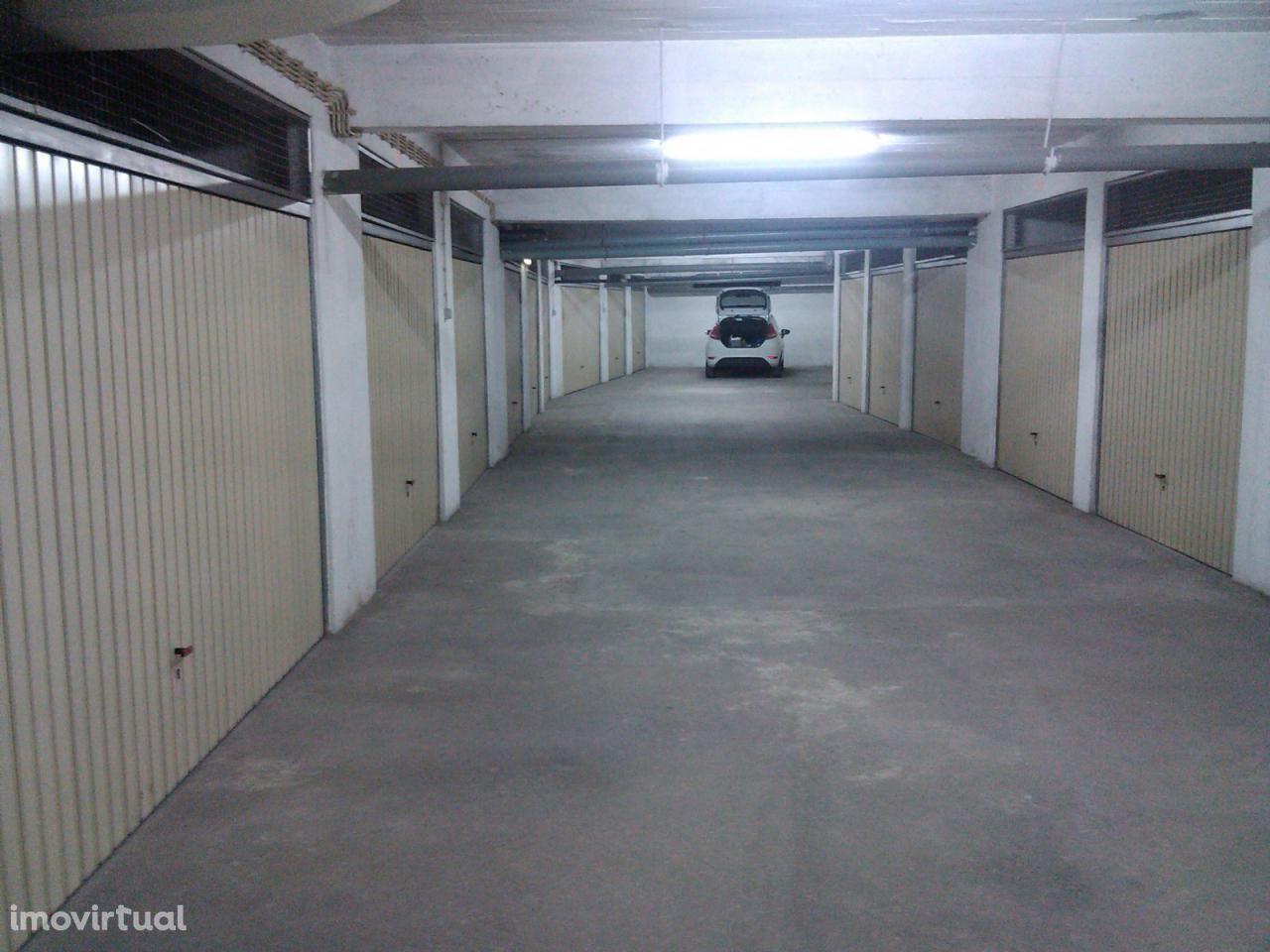 Garagem/box para venda no Barreiro - preço promocional