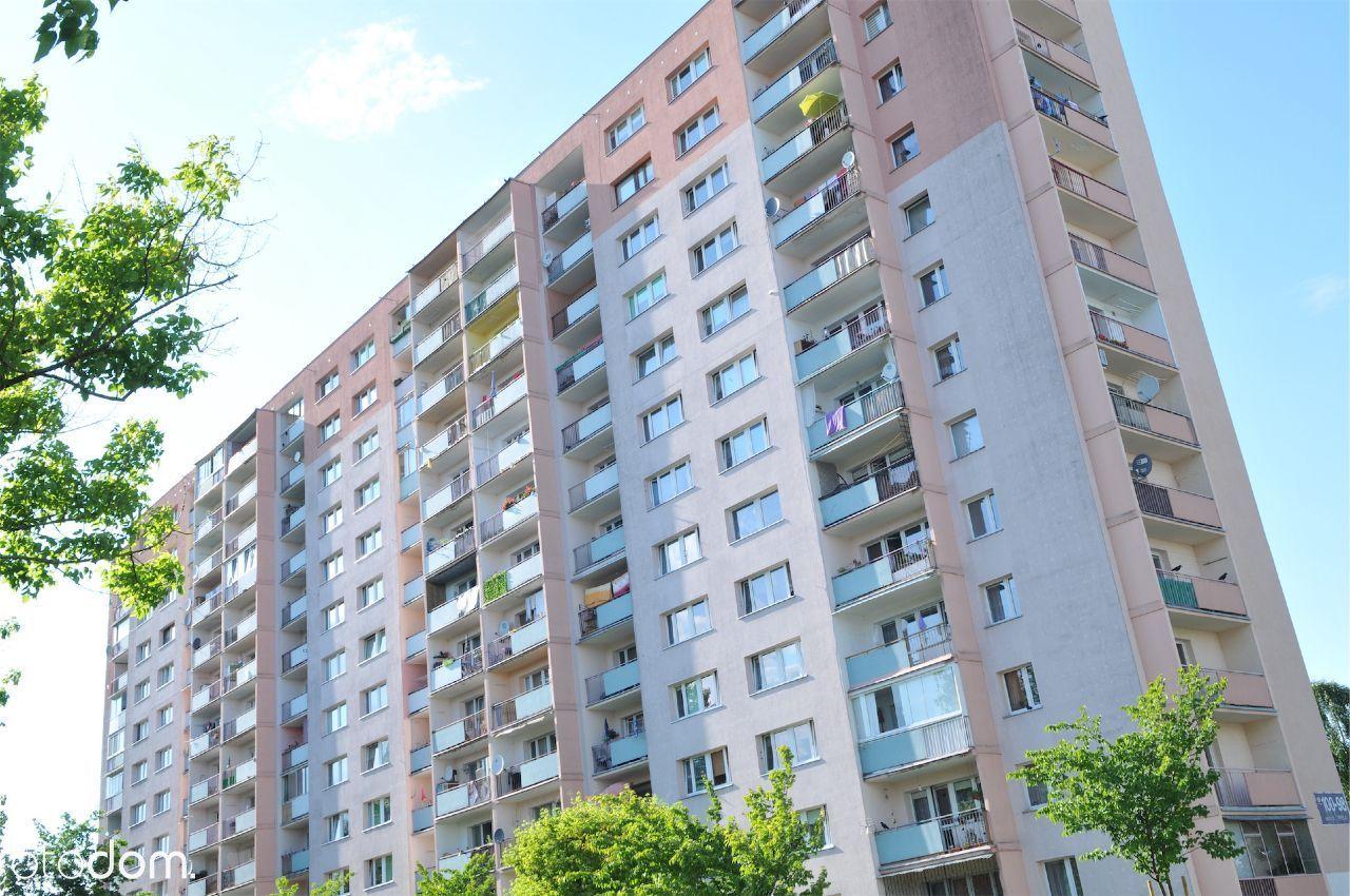 1 piętro, sloneczny balkon , 3/4 pokoje .