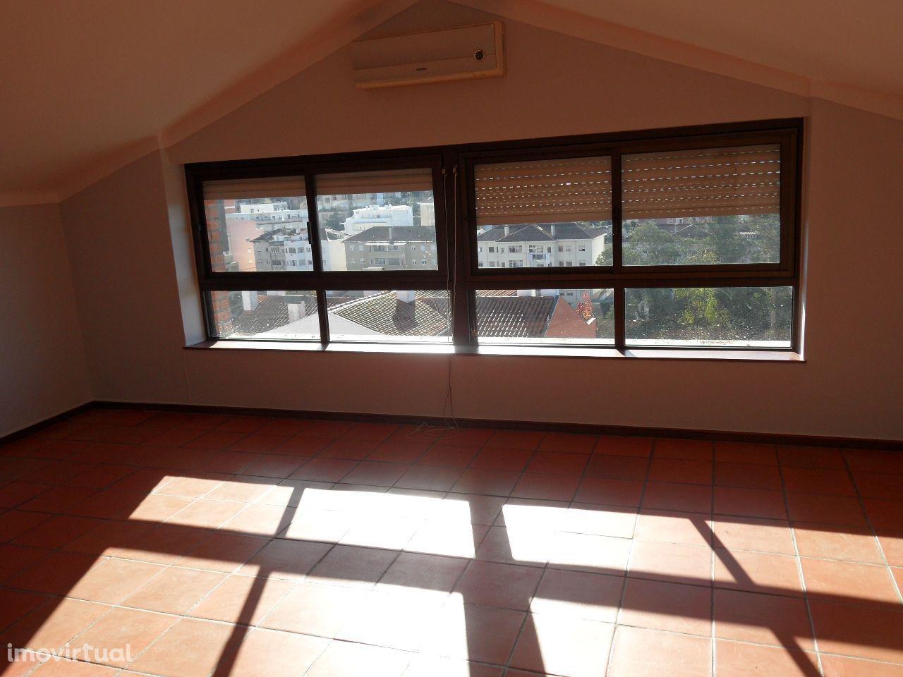 T3 - sótão - garagem - ensolarado - arrumos - Celas - Coimbra