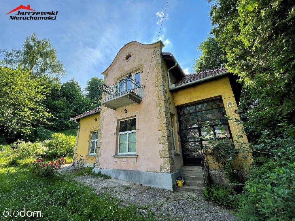 Ciekawy dom w prestiżowej lokalizacji