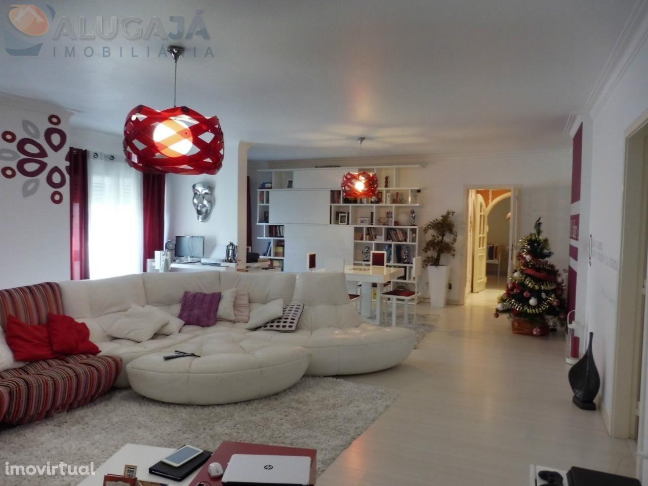 Belas/Campinas - Apartamento T4+1 com 178m² e ampla garagem box