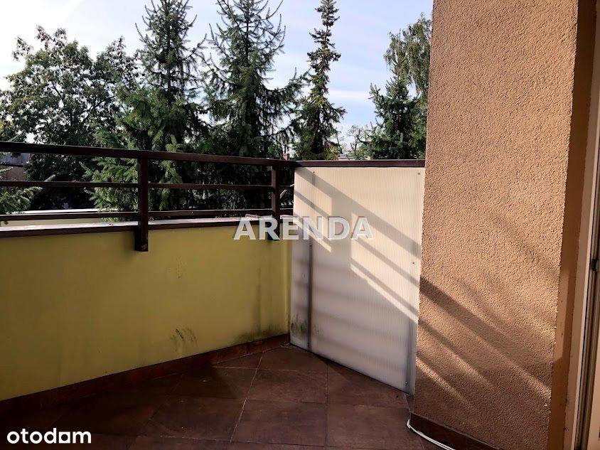 M-3 Górzyskowo 1 piętro ogrodzony blok, zieleń za