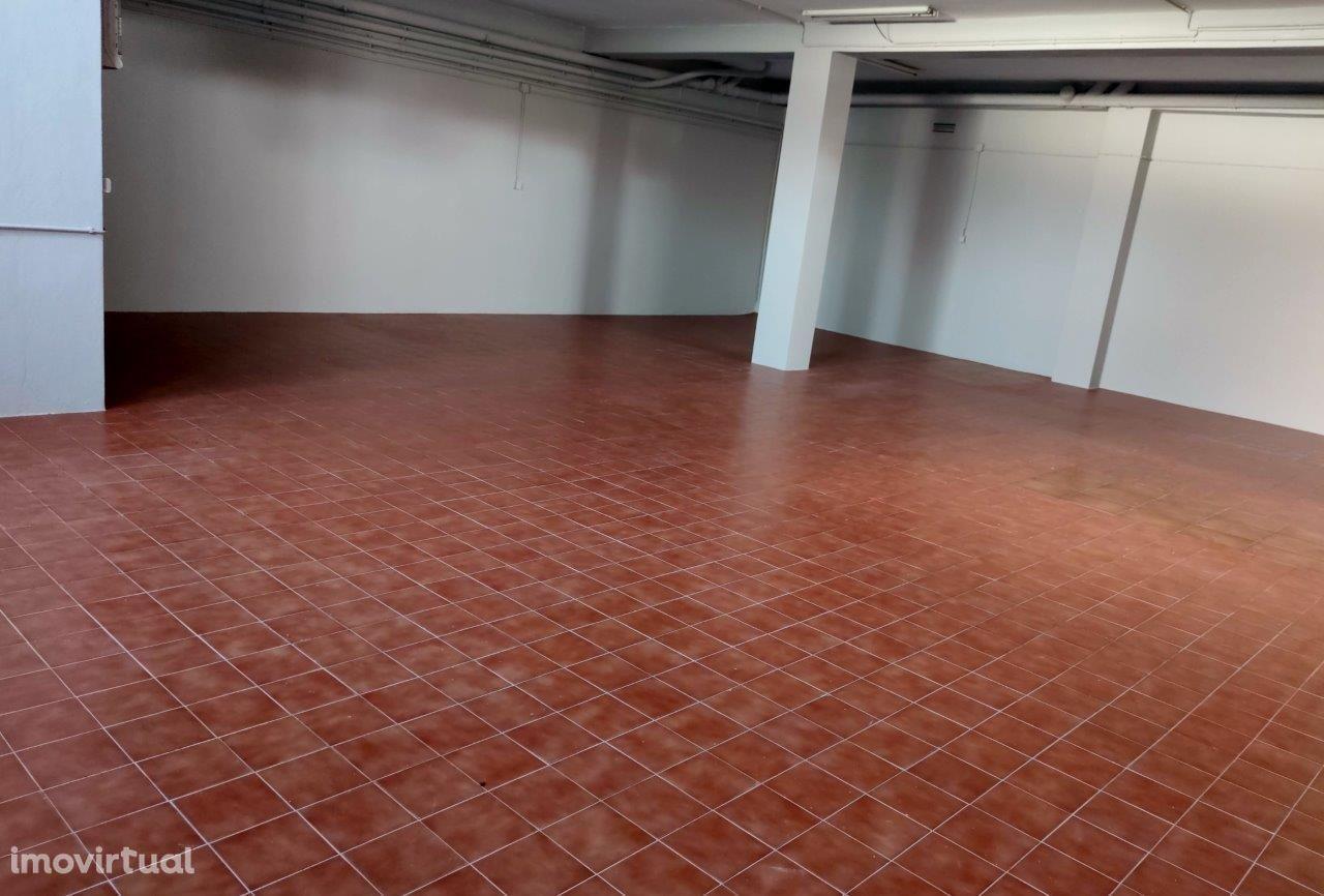 Estabelecimento comercial com 132m2, Rechousa, Canelas