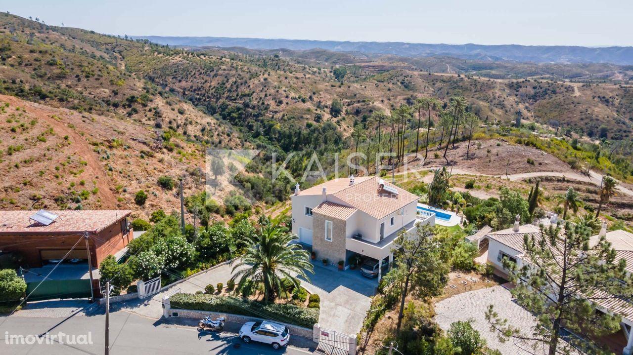 Adorável moradia com piscina, garagem e fantásticas vistas panorâmicas