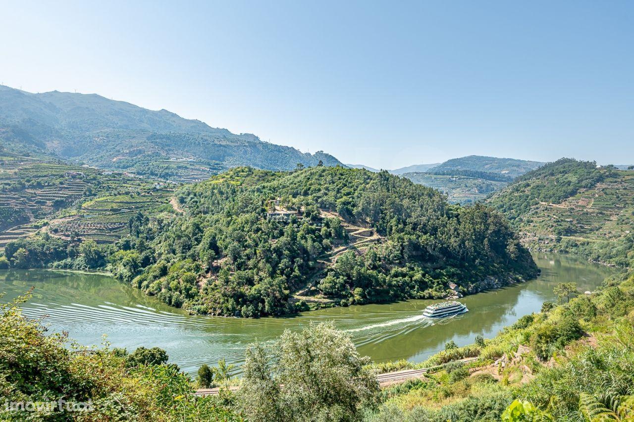 Fantástico Terreno com praia fluvial privada no Douro