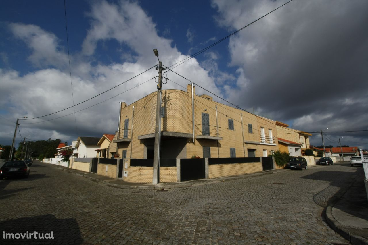 Moradia de 3 Frentes - Gaveto - Vila do Conde