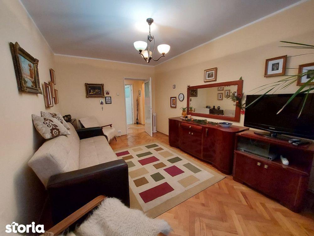 Apartament 3 camere Micro 38, confort I