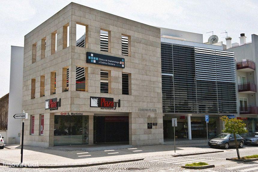 Escritório com receção e dois gabinetes no centro de Penafiel