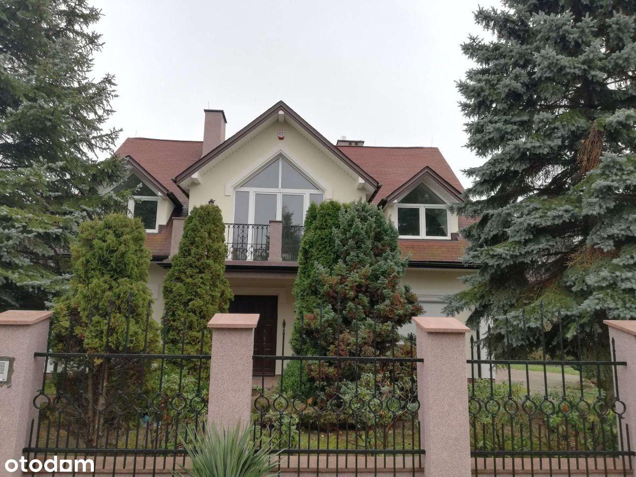 Dom wolnostojący z garażem i basenem - Ćmińsk