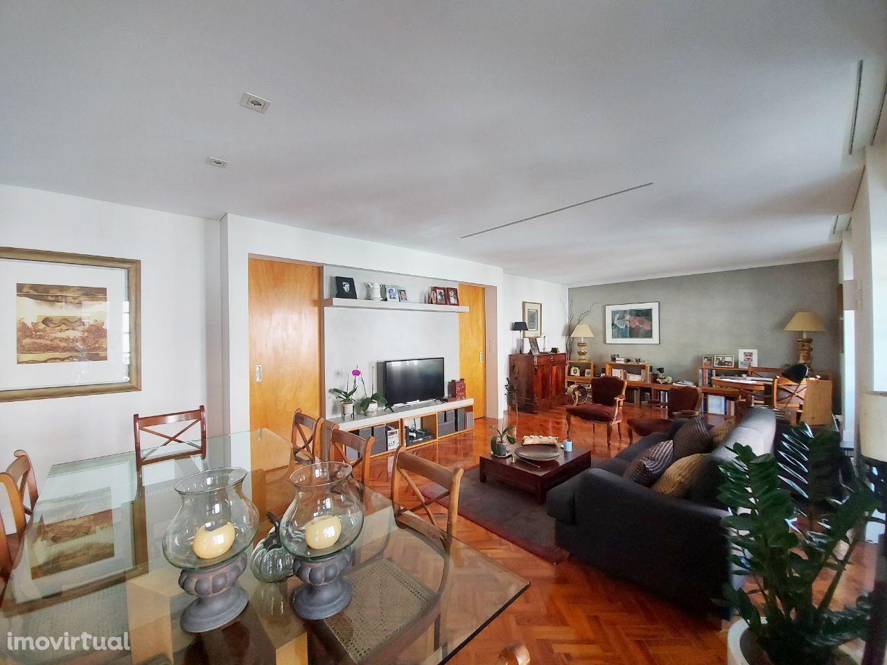 Apartamento T3 à venda na avenida Padre Manuel da Nóbrega