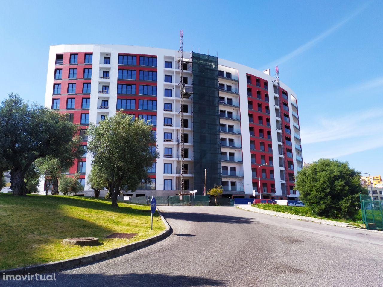 Apartamentos T3, boas áreas, box grandes, terraço