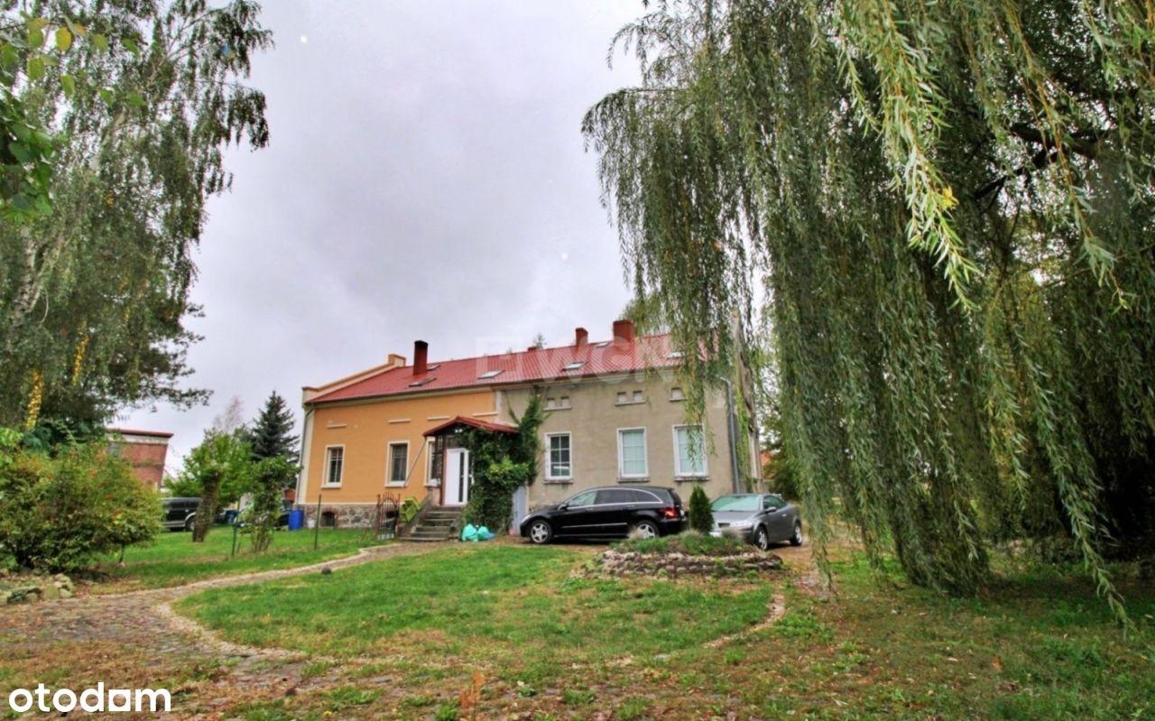 Pół domu ze sporą działką w spokojnej miejscowości