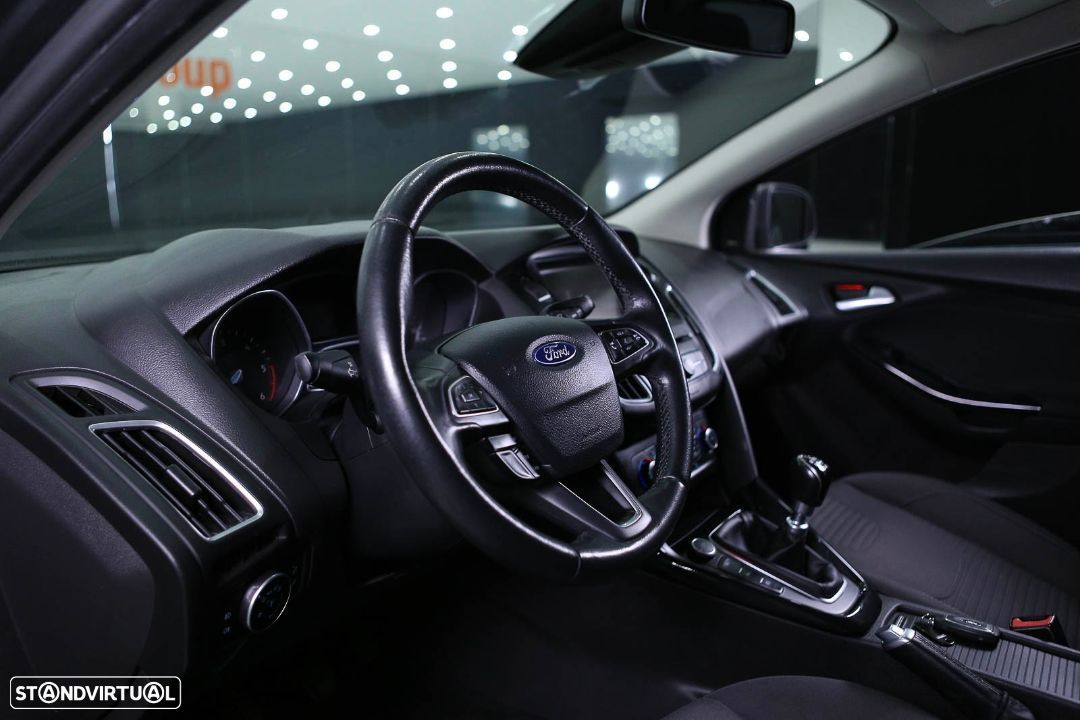Ford Focus SW - 32