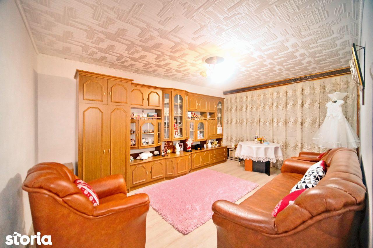 3 camere, Micro 14, PM-uri, etaj 3, 72 mp, CT, 68000 EUR