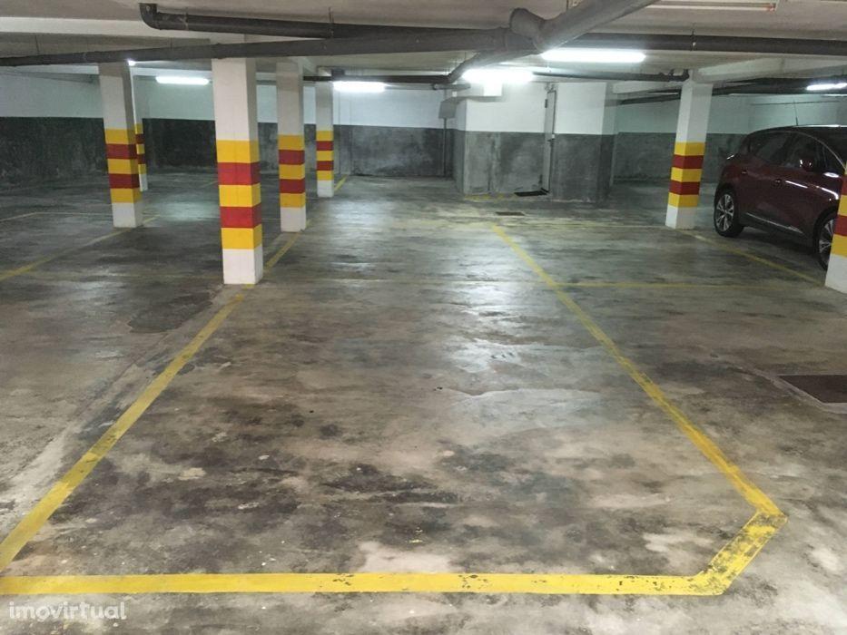 Lugares de garagem a 5 minutos a pé do Hospital de São João