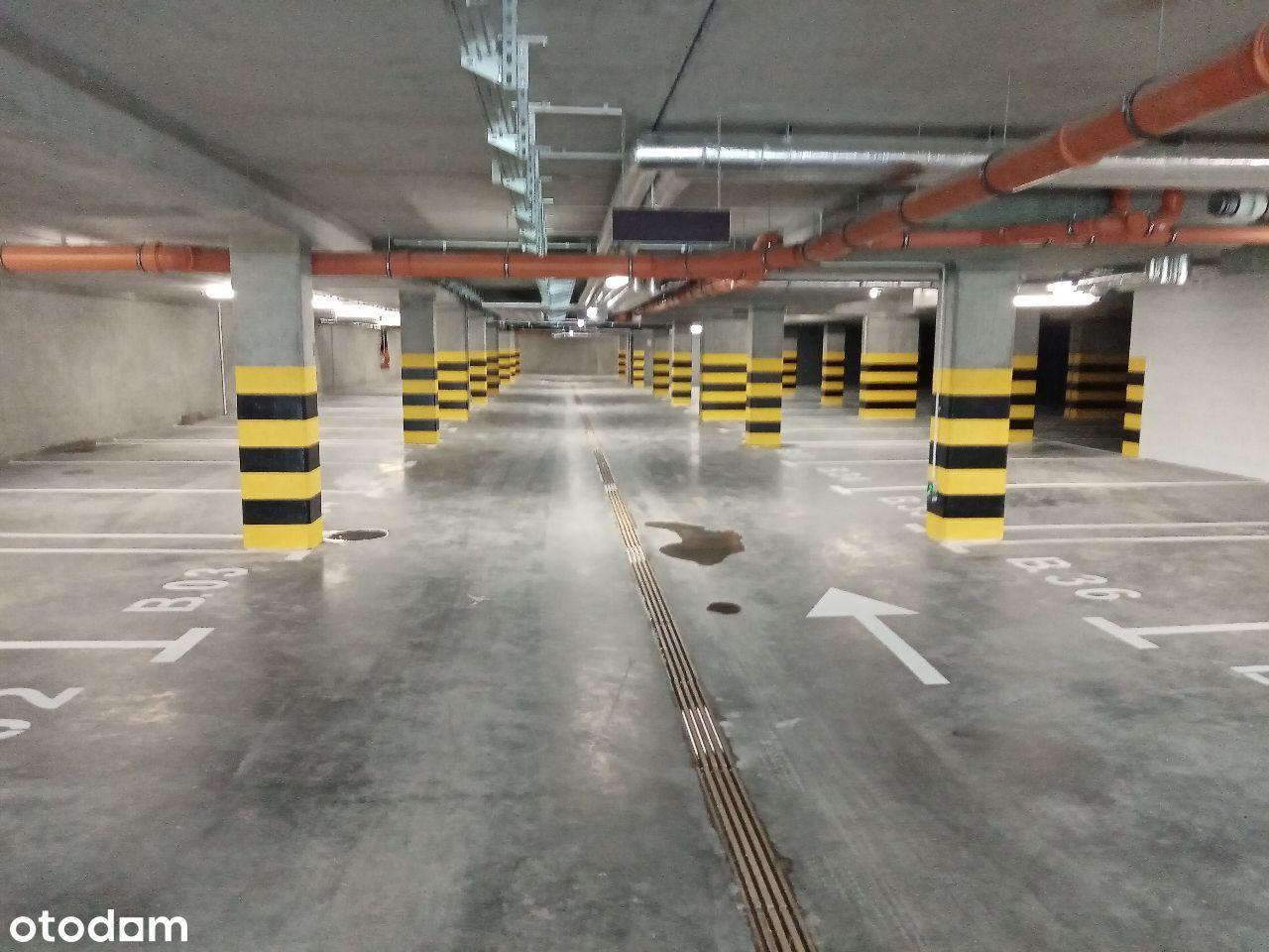 Obszerne miejsce postojowe w garażu-Gdynia Oksywie