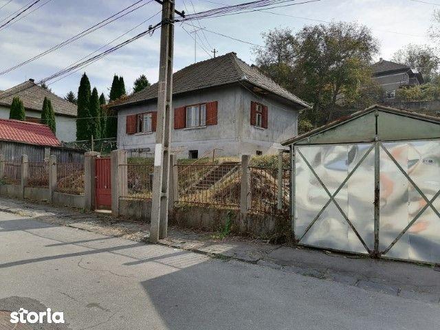 Casa de vanzare zona vila Flora
