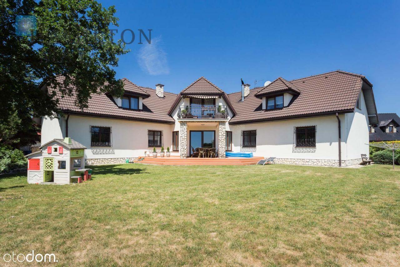 Dom, 440 m², Niepołomice