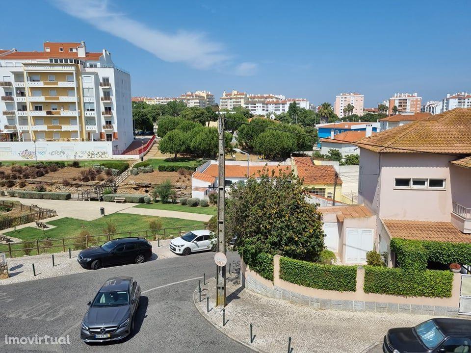 Apartamento T3 com parqueamento na garagem - Parede - Cascais
