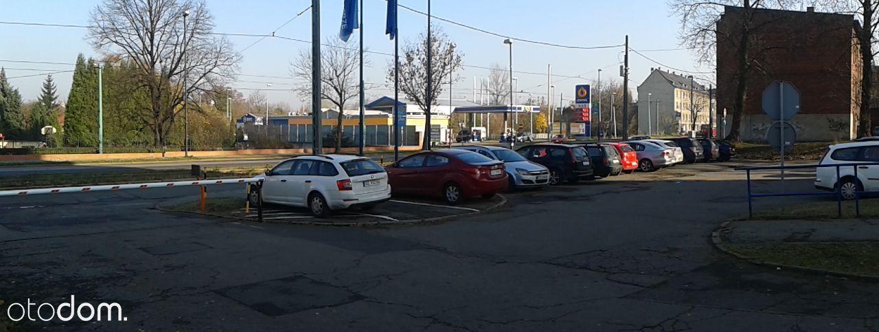 Miejsce postojowe, parking na terenie dozorowanym