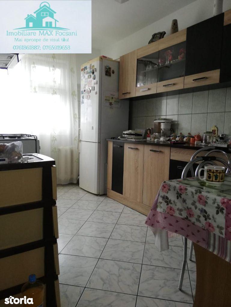 Apartament 4 camere, 60 mp, et.4/4, are acoperis, nemobilat, SUD