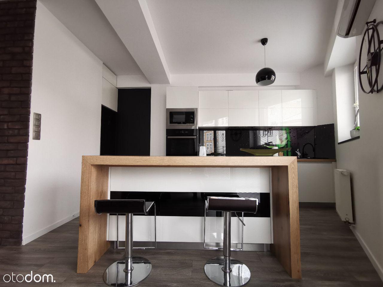 Apartament z 2014 roku w centrum miasta+ garaż