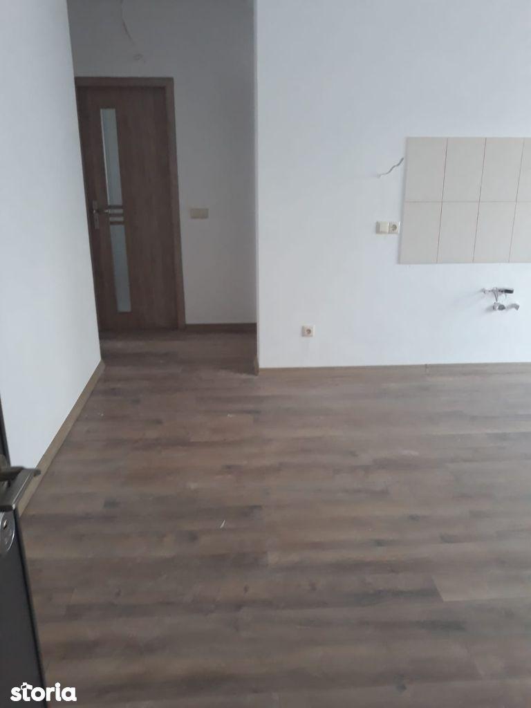 Apartament 3 camere decomandat in Selimbar , zona Primarie