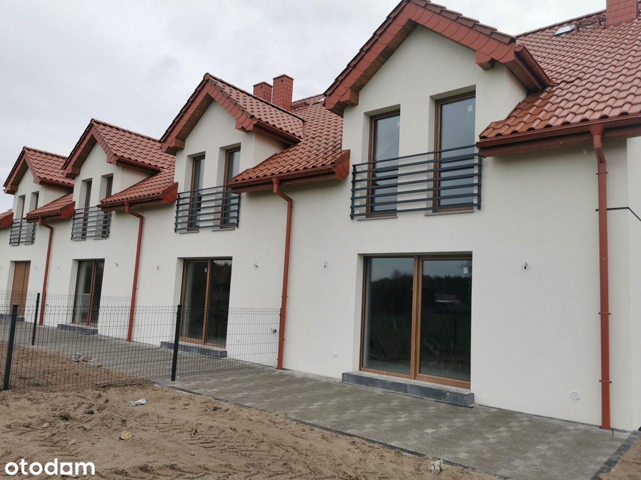 Nowy dom w zabudowie szeregowej pod lasem