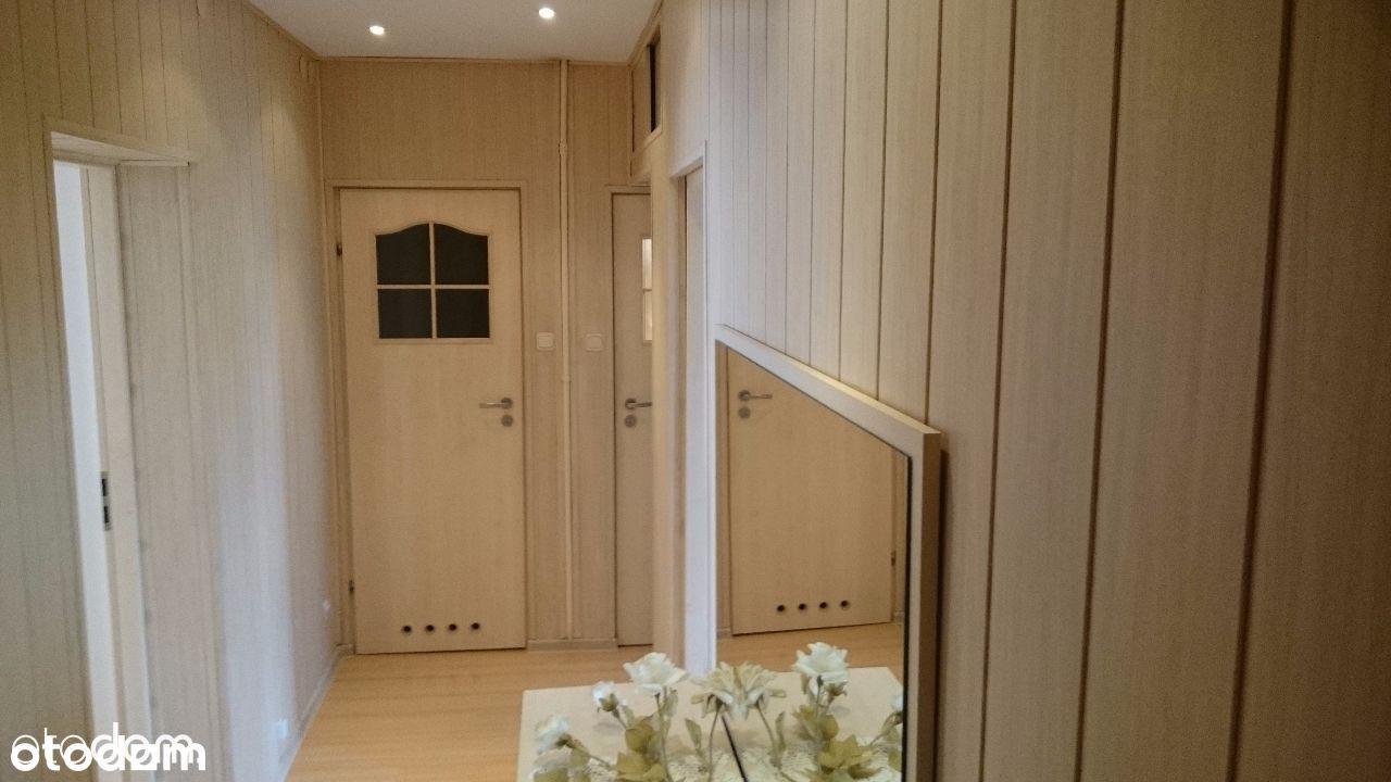 Pokój jedno lub dwuosobowy z dużym balkonem.