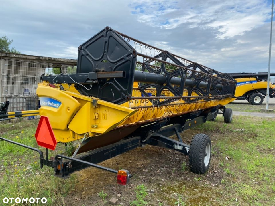 New Holland 24FT  heder zbożowy 7,3 m - 4