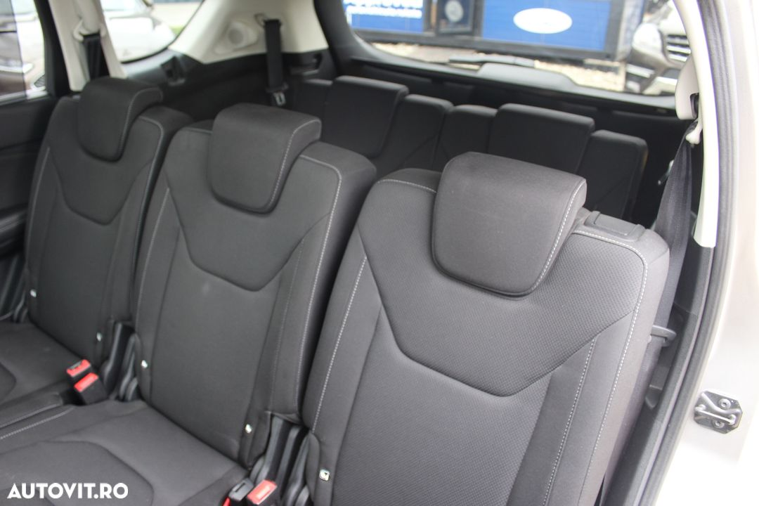 Ford S-Max - 17