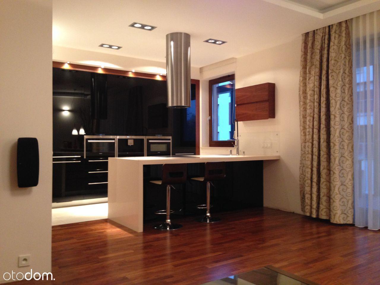 Komfortowy trzypokojowy apartament przy parku