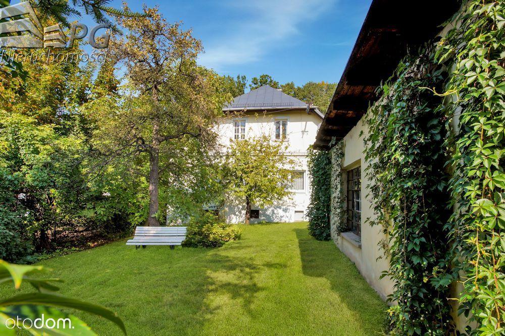 Z własnym ogrodem i garażem