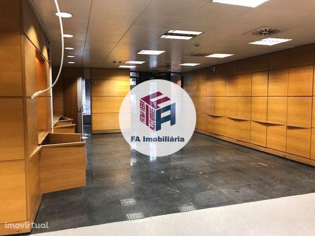 Loja 163 m2 / Centro São Mamede Infesta