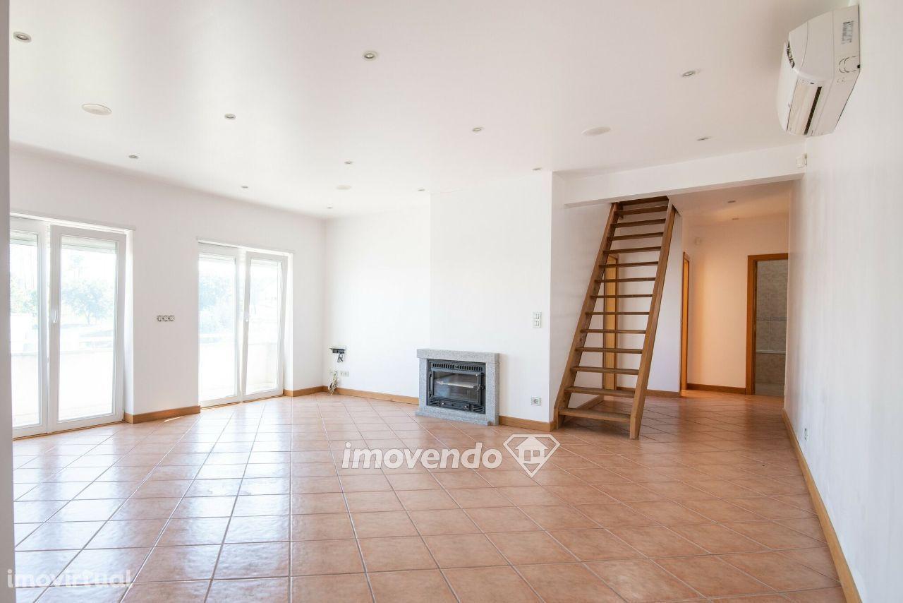 Apartamento T3+1 Duplex com garagem e terraço, em Oliveira do Hospital